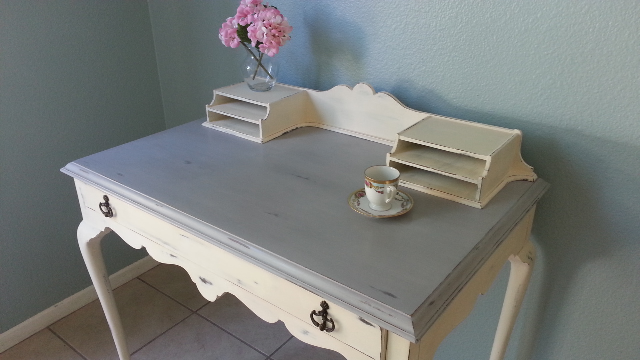 Elegant Antique Las Writing Desk This Is A Beautiful And Solid Piece Adorned With Gorgeous Queen Anne Legs Painted In Paris Gray Old White Annie